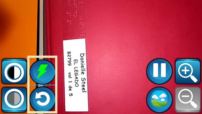 con los siguientes botones, podemos activar el flash o resetear la configuracion de la app